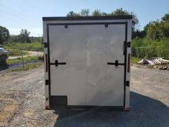 05_blacked_out_silver_enclosed_trailer.jpg